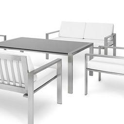 Stilvoller Esstisch aus Edelstahl im zeitlosen Design.
