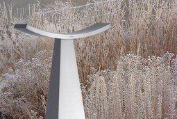 Wetterfeste Skulptur aus Edelstahl. Zeitlose Dekorations-Designs von Lizzy Heinen.