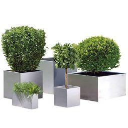 Edle Designer-Dekoration für den Garten aus Edelstahl im zeitlosen Design von Lizzy Heinen.