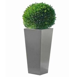 Edle Designer-Dekoration für den Garten aus Edelstahl im Bauhausstil von Lizzy Heinen.