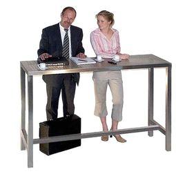 Edler Konferenztisch aus Edelstahl im Bauhausstil. Zeitloses Design von Lizzy Heinen.