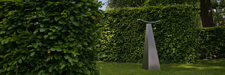 Skulptur aus Edelstahl: qualitativ hochwertige Accessoires aus rostfreiem Metall.