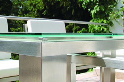 Tisch aus Edelstahl mit Glasplatte von Lizzy Heinen Design