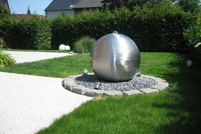 Kiesbrunnen aus Edelstahl Design Lizzy Heinen