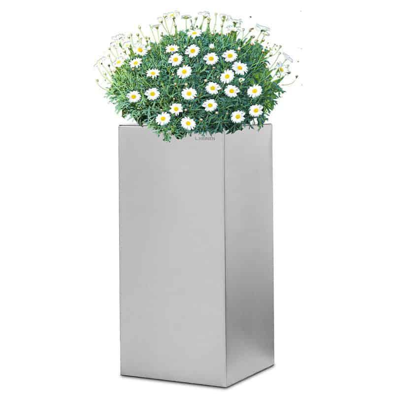 Edle Designer-Dekoration für den Garten im Bauhausstil von Lizzy Heinen.