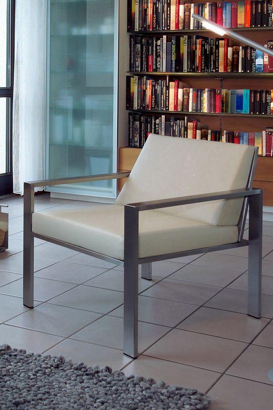 Edelstahl-Sessel von Lizzy Heinen.