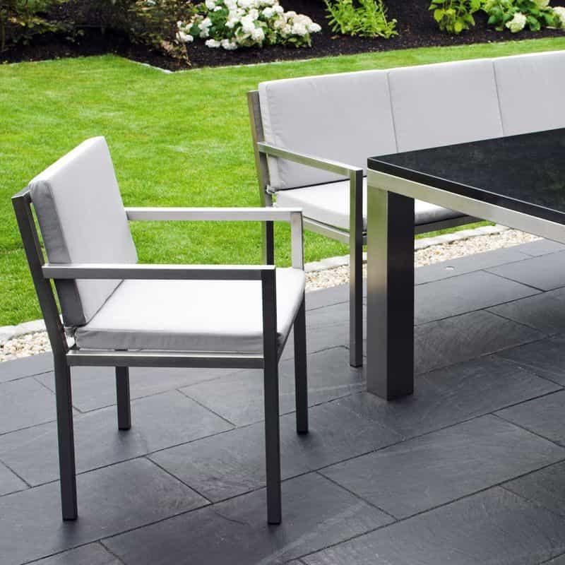 Gartenmoebel Klassiker-Stuhl aus Edelstahl.