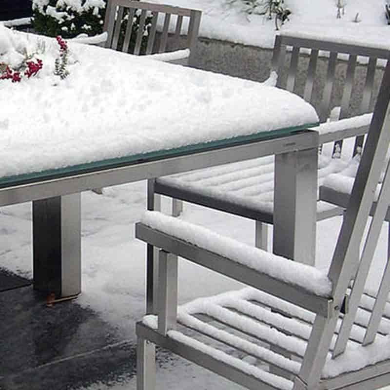 Wetterfeste Tische aus Edelstahl.