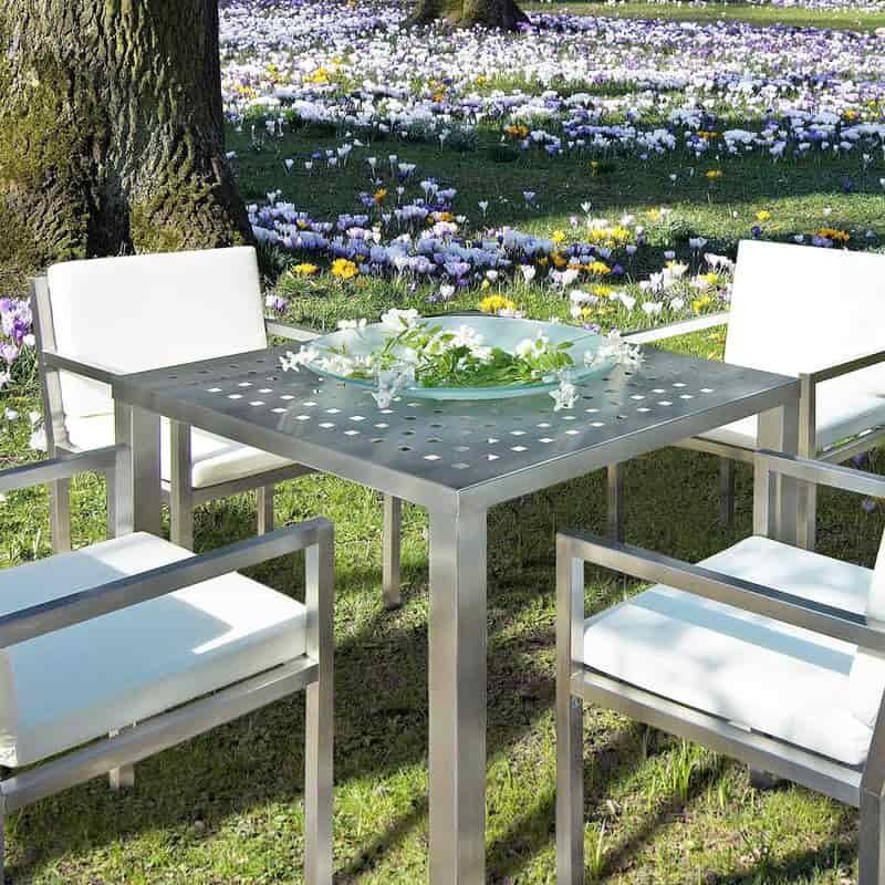 Gartentisch aus Edelstahl von L.Heinen.