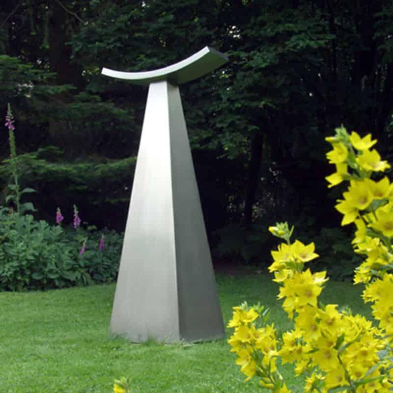 Skulptur aus Edelstahl für den Garten