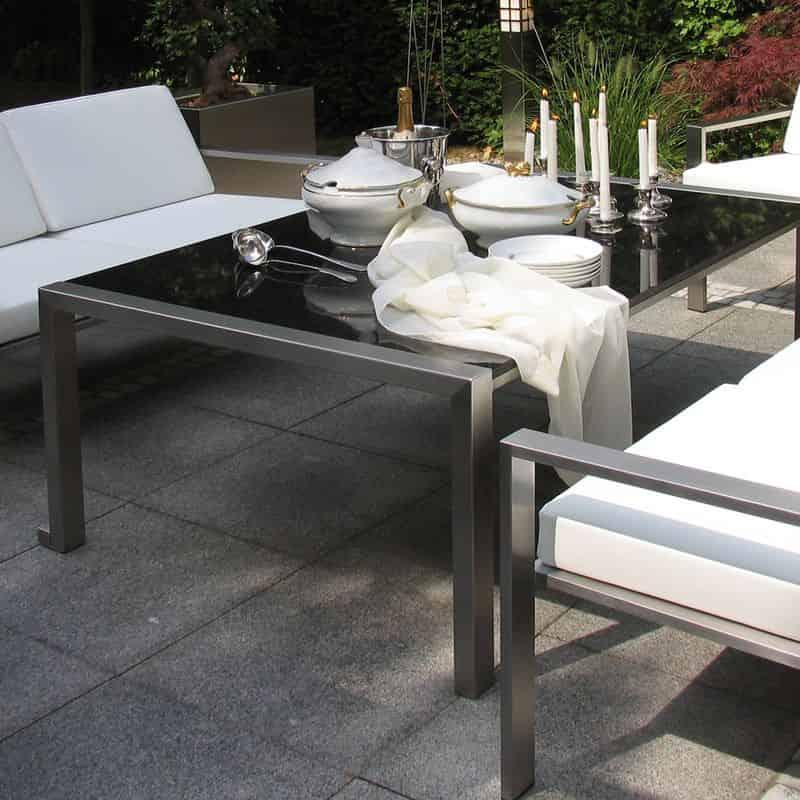 Tisch aus Edelstahl der Manufaktur L.Heinen.