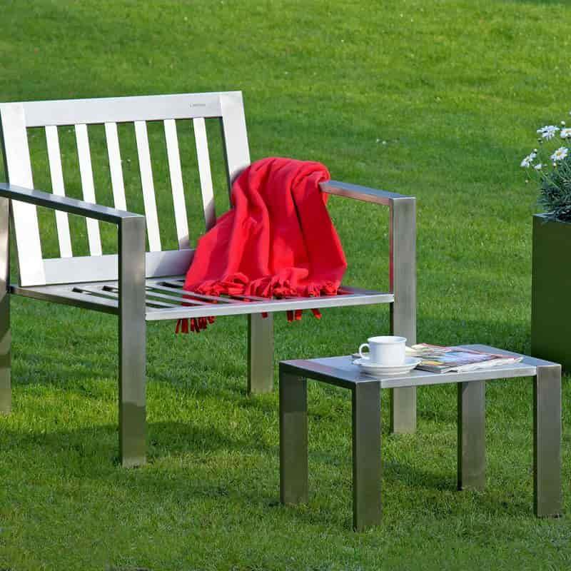 Edelstahlmöbel Beistelltisch mit Granitplatte von Lizzy Heinen Design
