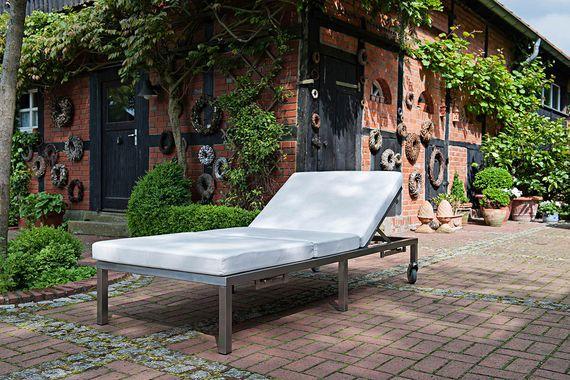 Designmöbel aus Edelstahl von Lizzy Heinen